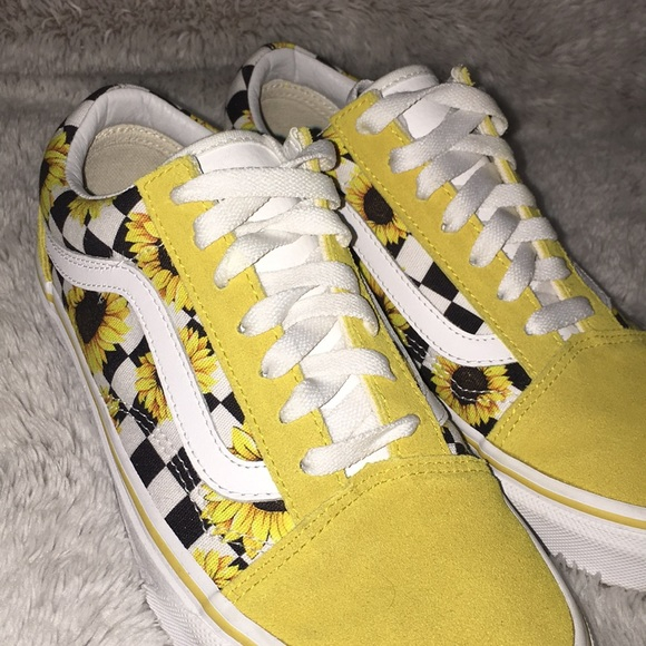 CUSTOM MADE YELLOW SUNNIE VANS 1f37f9128